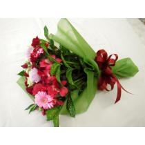 赤とピンク系花束