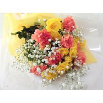 バラ・カーネーション・カスミ草の花束