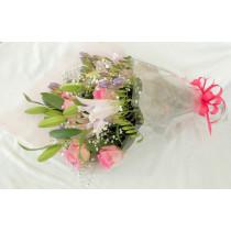 ユリ・バラ・かすみ草の豪華花束