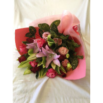 バラ・ユリ・トルコキキョウの豪華花束